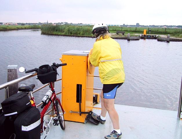 Hand-cranked ferry<br>Netherlands, Cathy, Ferries ; 2000