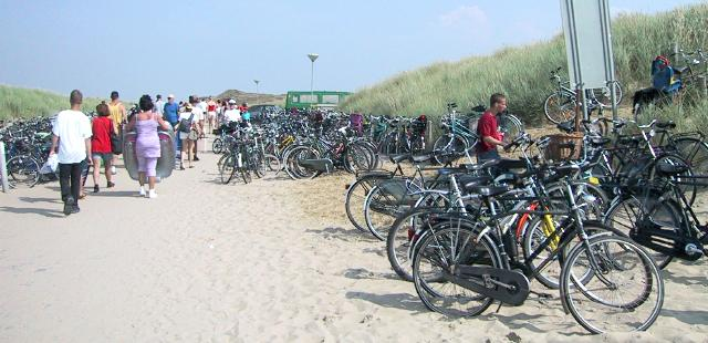 Bicycle parking at a beach on Texel Island<br>Netherlands, Scenery ; 2000